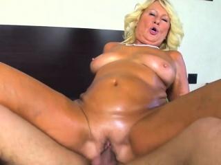 Tgirl whore earns her money