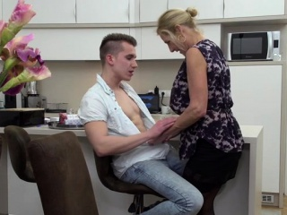 Hot milf blowjob alongside cumshot