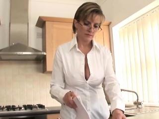 Unfaithful uk mature lady sonia flaunts her large boobs