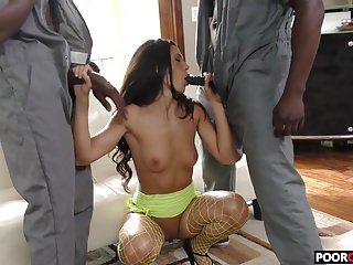 Cuck witness his wife Alexa Tomas banging with two BBCs