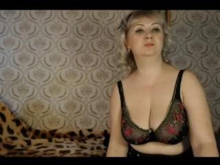Блондинка показывает стриптиз ))) 3