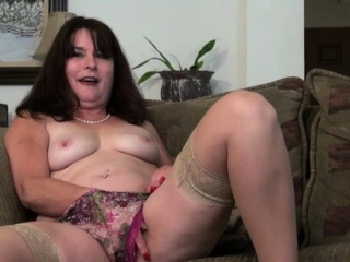 Yankee housewife Carrie frolicking with herself