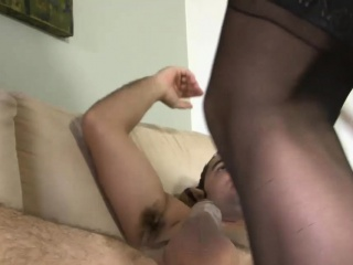 Monster fuck-stick opens up a smoothly-shaven vag