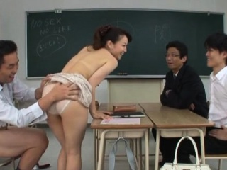 Enthralling tutor gets her gash toyed and slurped