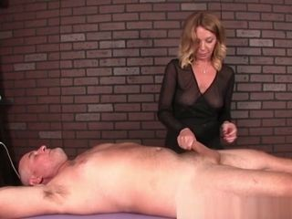 Mature masseur predominates Her customers penis
