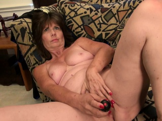 Mature using fucktoys to sate raw vulvas