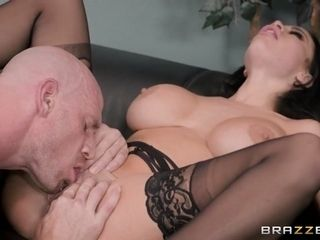 Victoria June & Johnny SencirclCanadian junkgs encirclCanadian junkg Hot Mic - BrazzersNetwork