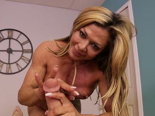Nina Dolci: Muscle COUGAR POINT OF VIEW Chisel Draining