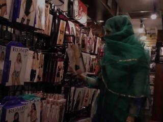 Muslim babe sucks bbc