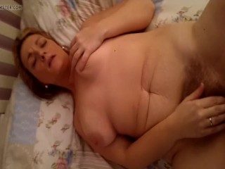 Cubby wifey plays with her furry snatch while deep-throating