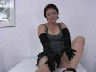 Hairy real mature mom wants a good fuck