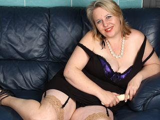 This good-sized crazy mature superslut knows how to satisfy herself