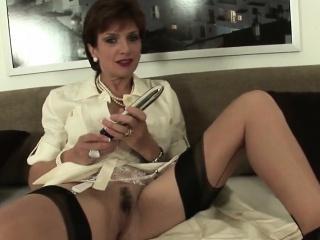Adulterous uk mature lady sonia flaunts her gigantic titties