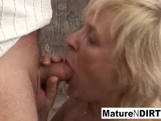 Aged granny takes a cooch humping on the bed