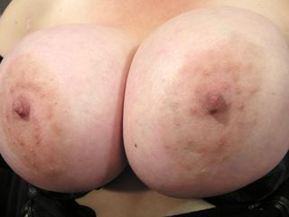 Thick boobed mama frolicking with her muff