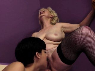 Euro mature pussyfingered by a beauty
