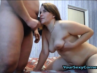Enormous hooter cougar luvs to display off her enormous knockers