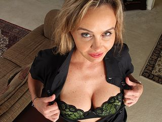 Luxurious Yankee COUGAR frolicking with her unshaved vulva