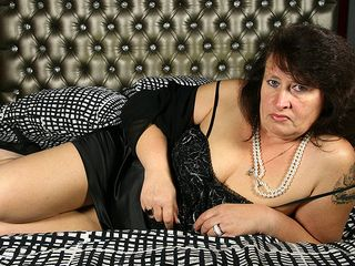Naughty PLUS-SIZE toying with herself