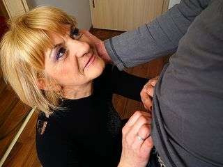 Crazy mature girl doing her toyboy