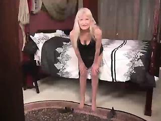 Brunette granny Lori Leane solo