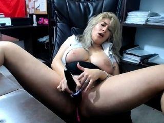 Hefty knockers ash-blonde cougar camgirl jacking on cam