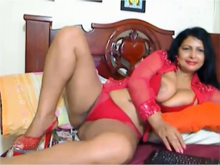 Curvaceous mature ladies exposing their amazing bodies on t
