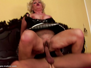 Kinky granny gets creampie from seduced boy