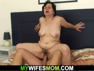 Son-in-law screws the brush superannuated prudish pussy