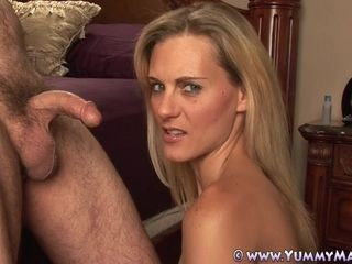 Vest-pocket Housewife Takes stupendous Facial Sucking load of shit!