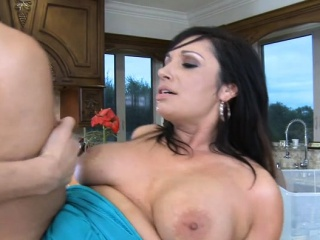Dark-haired cougar gargle and jism on donk
