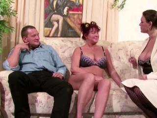 Chaffer expect Typ darf Mutti und Tante nacheinander ficken