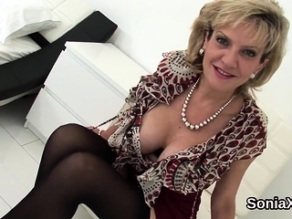 Cuckold uk mature chick sonia displays her strenuous tit40Lig