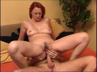 Old & Young - lucky boy nails and cumsprays granny pussy