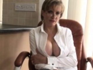 Unfaithful british mature gill ellis exposes her huge boobs