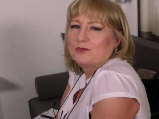 Brit bodacious housewife Lorna Blu showcasing off her large globes