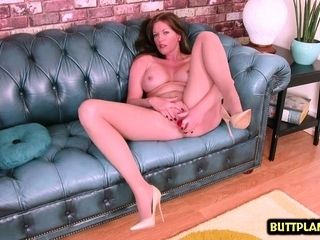 Hot pornstar dealings coupled with cumshot