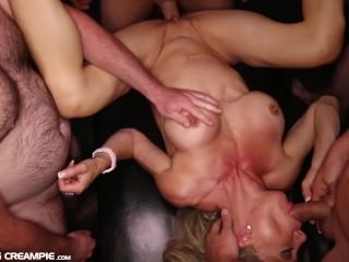 Fitness MILF really knows how to fuck and suck at the gangbang