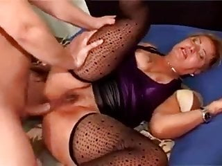 Amateure granny totally anal