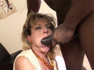Little one Sonia fuckconnected withg BBC connected with cuckold opportunity