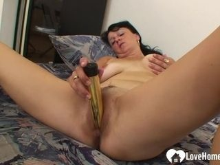 Cougar shrieks while toying with a fuck stick